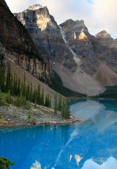 Valley of Ten Peaks, Canada | GloHoliday