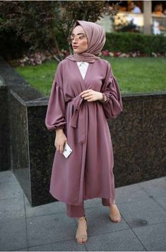 Balon Kol Takım – Gül Kurusu Garments from ladies's favourite items of attire could possibly be the primary component to … Casual Hijab Outfit, Hijab Chic, Hijab Dress, Muslim Fashion, Modest Fashion, Fashion Outfits, Modest Dresses, Modest Outfits, Latest Fashion For Women