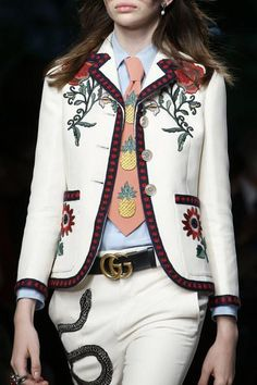 The complete Gucci Spring 2016 Ready-to-Wear fashion show now on Vogue Runway. Fast Fashion, Fashion Week, Look Fashion, Spring Fashion, High Fashion, Fashion Show, Womens Fashion, Fashion Trends, Milan Fashion