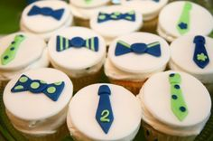 Cupcakes with bow ties and ties. An idea for Lukas' birthday. You can also change what you design on top for any occasion. Baby Shower Desserts, Baby Shower Cakes, Baby Boy Shower, Little Man Cakes, Little Man Party, Mom Birthday, 2nd Birthday Parties, Bow Tie Theme, Men Cake