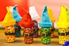 Potinhos de confetes decorados pela Mamãe: