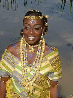 African Women - Beautiful Akan Bride Côte d'Ivoire African Wedding Attire, African Attire, African Wear, African Women, African Dress, African Fashion, African Style, African Tribes, African Weddings