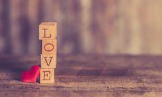 Le parole creano, costruiscono legami. Attraverso l'uso delle parole salviamo le persone, le amiamo, le odiamo, influiamo sulle loro vite, sulle nostre stesse esistenze. Dovremmo educare il primo pensiero a rallentare gli istinti e rendere più veloci concetti razionali, produttivi, condivisibili; dovremmo amare ogni parola fin dall'ascolto, amare il confronto, la crescita personale e quella di chi ci circonda.