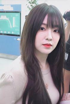 """baebyi329 💥 on Twitter: """"🐰… """" Kim Yerim, Red Velvet Irene, Girl Bands, Seulgi, Face Shapes, Classy Outfits, Girl Crushes, Kpop Girls, Asian Beauty"""