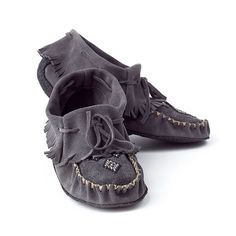 Trapper moccasins by Manitobah Mukluks. Cute Shoes, Me Too Shoes, She Is Clothed, Leather Working, Uggs, Shoe Boots, Cool Outfits, Baby Shoes, Slippers