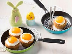 Lol muffins that look like eggs haha Fun Baking Recipes, Easter Recipes, Cupcake Recipes, Sweet Recipes, Holiday Recipes, Cooking Recipes, Cupcakes, Cupcake Cakes, Bakery Muffins