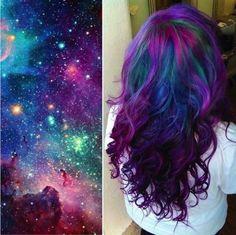 GALAXY HAIR Coloratissimi e suggestivi, i galaxy hair riprendono tutti i colori delle galassie! Questa nuova tecnica è stata messa a punto da Jenny Regec, proprietaria del salone beauty The Paint Box, a Brooklyn; la capo colorista li definisce così: capelli colorati nelle multi tonalità