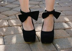 Ankle bow tie