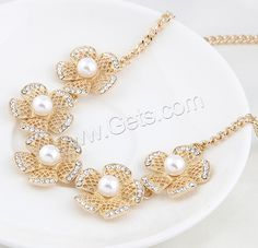 Rhinestone Zinc Alloy Necklace, with brass chain & Glass Pearl.