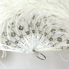 Ostrich Feather and Mother of Pearl Hand Fan Antique Fans, Vintage Fans, Hand Held Fan, Hand Fans, Pretty Hands, Beautiful Hands, Nights In White Satin, Chinese Fans, Fan Decoration