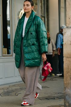 Snapped at Delvaux, PFW - polienne Fashion Week Paris, Mode Outfits, Fashion Outfits, Fashion Trends, Street Chic, Street Wear, Looks Street Style, Look Fashion, Fashion Design
