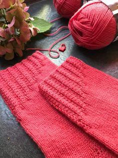Ravelry: Socktober 2018 by Tanja Steinbach Knitting Stitches, Knitting Socks, Knitted Hats, Knit Socks, Hat For Man, Love Crochet, Ravelry, Needlework, Winter Hats