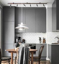 Small home interior design kitchen studio apartment interior design small a Small House Interior Design, Interior Design Kitchen, Küchen Design, Home Design, Design Ideas, Modern Design, Small Modern Kitchens, Decoration Gris, Grey Kitchen Designs