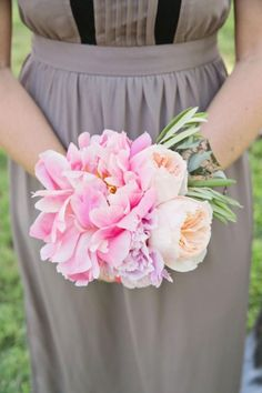 Lovely bridesmaid bouquet! Photography: Mint Photography - mymintphotography.com
