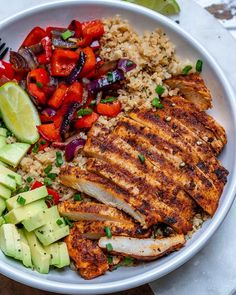 """Cauliflower """"Rice"""" Bowls Chicken and Cauliflower """"Rice"""" Bowls are Quick and Perfect for Meal Prep!Chicken and Cauliflower """"Rice"""" Bowls are Quick and Perfect for Meal Prep! Healthy Meal Prep, Healthy Dinner Recipes, Healthy Snacks, Quick Healthy Food, Lunch Recipes, Kid Snacks, Toddler Snacks, Burger Recipes, Vegetarian Recipes"""