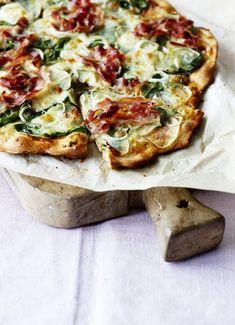 Kartoffelpizza med spinat og pancetta