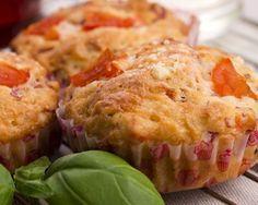 Muffins aux tomates, feta et basilic maison : http://www.cuisineaz.com/recettes/muffins-aux-tomates-feta-et-basilic-maison-70306.aspx