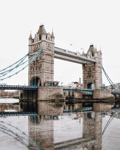 London Bridge Photo by: https://www.instagram.com/mikemotsok/