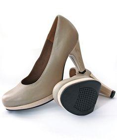 <ul>  <li>NB (SIZE 7 HAS A SCUFF ON HEEL - DISCOUNTED TO R500)</li>  <li>100% Genuine leather</li>  <li>Froggie shoes are engineered for comfort.</li>  <li>Beautifully styled from quality genuine leather.</li>  <li>Cushioned soles ensure all day comfort.</li>  </ul>