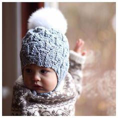 Gorro de bebé com pompom em tricot