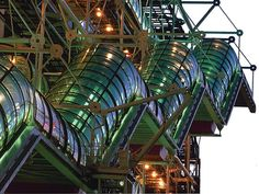The Pompidou Centre by Renzo Piano + Richard Rogers + Gianfranco Franchini in Paris, France Renzo Piano, Contemporary Architecture, Architecture Details, Richard Rogers, Plait, Built Environment, Abandoned Buildings, Architects, Weave
