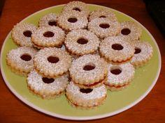 OMLÓS LINZER TÉSZTÁK – ÍGY MARAD NAPOKIG PUHA! EGYSZERŰ ÉS EREDETI! Hungarian Desserts, Hungarian Cake, Hungarian Recipes, Copycat Recipes, Doughnut, Bakery, Muffin, Cooking Recipes, Cupcakes