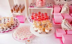 Details for this Alice in Wonderland themed party