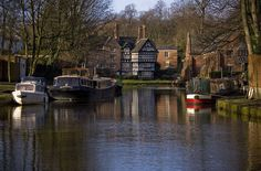 Bridgewater canal, The packet house at Worsley, on the cana Bridgewater Canal, Classic Wooden Boats, Manchester England, Canal Boat, West Yorkshire, Water Crafts, Great Britain, Beautiful Landscapes, Liverpool