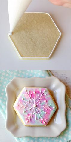 Snowflake Cookies These pretty pastel Watercolor Snowflake Cookies are a modern take on traditional Christmas cookies!+ Snowflake Cookies These pretty pastel Watercolor Snowflake Cookies are a modern take on traditional Christmas cookies! Traditional Christmas Cookies, Christmas Sugar Cookies, Holiday Cookies, Christmas Desserts, Christmas Treats, Snow Cookies, Christmas Biscuits, Summer Cookies, Baby Cookies
