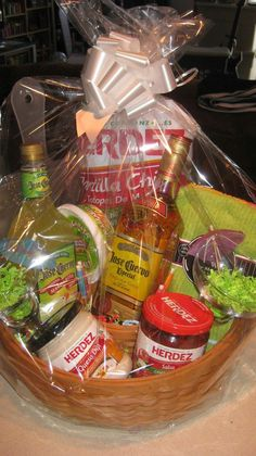 chips and salsa gift baskets gift ftempo Raffle Gift Basket Ideas, Raffle Baskets, Diy Gift Baskets, Raffle Ideas, Gift Ideas, Party Ideas, Alcohol Gift Baskets, Alcohol Gifts, Craft Gifts