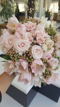 tutti-flora-fazenda-7-lagoas-buque-rosa-blush-decoracao-flores-casamento-convencao-boho-eventos-producao-noiva-debutante