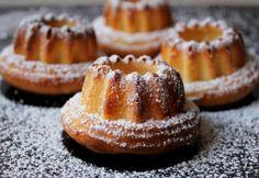 Joghurtos mini kuglófok | NOSALTY Pound Cake, Cakes And More, Cake Cookies, Minion, Muffin, Panna Cotta, Cheesecake, Paleo, Food And Drink