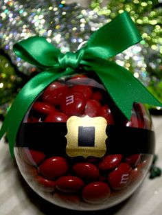 Diy Christmas Ornaments Santa Gifts Ideas For 2019 Christmas Favors, Noel Christmas, Christmas Goodies, Diy Christmas Ornaments, Homemade Christmas, Christmas Projects, Holiday Crafts, Christmas Bulbs, Christmas Decorations