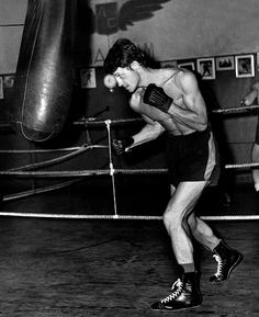Photo de Jean-Paul Belmondo boxant