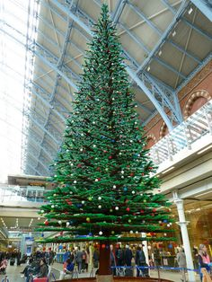 This is a 10 metre tall christmas tree, made up of Lego blocks at St Pancreas station, London Christmas In America, London Christmas, Christmas Town, Merry Christmas To You, Christmas Pictures, All Things Christmas, Lego Christmas Tree, Tall Christmas Trees, Outdoor Christmas