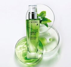 Discover revolutionary skin care products by Lancôme. Explore the ranges of moisturisers, cleansers and toners - choose the right skin care tailored to you. Beauty Ad, Beauty Shots, Beauty Products, Bottle Drawing, Lotion, Cosmetic Design, Skin Care Cream, Cosmetic Packaging, Makeup Designs