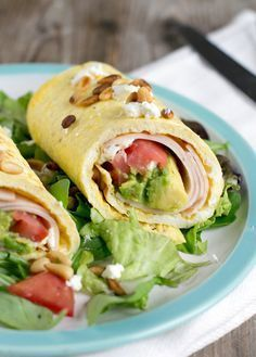 Omelette wrap with chicken breast and avocado Brenda Cooks! Healty Lunches, Healthy Snacks, Healthy Recipes, I Love Food, Good Food, Yummy Food, Brunch, Easy Healthy Breakfast, Breakfast Recipes