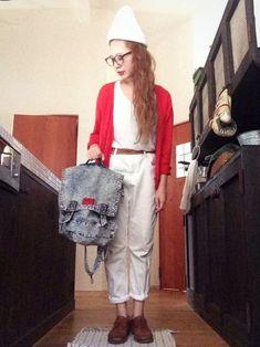 ニットキャップ nano・universe・ めがね UNITED ARROWS・・・ Tシャツ GU・・・ カーディガン GU・・・ レザーベルト リサイクルショップで・・・ パンツ WEGO・・・ レザーシューズ 贈り物・・・ バッグ 古着 Nano Universe, Wego, White Outfits, Denim, How To Wear, Fashion, White Rave Outfits, Moda, Fashion Styles