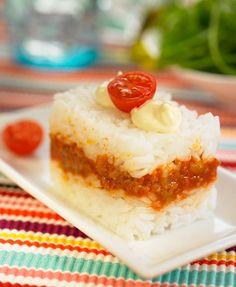 Rice cake with stir fry Rice Recipes, Asian Recipes, Sweet Recipes, Cooking Recipes, Rice Sandwich Recipe, Sandwich Recipes, Puerto Rican Cuisine, Puerto Rican Recipes, Latin Food