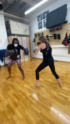 Martial Arts Workout, Martial Arts Training, Kickboxing Workout, Butt Workout, Muay Thai Techniques, Self Defense Moves, Arms And Abs, Training Workouts, Survival Skills