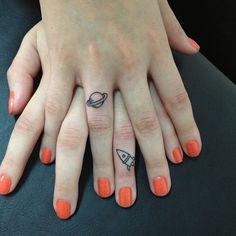 Here are some finger tattoo designs to inspire you, from tiny hearts, geometric shapes and quotes, to celebrity finger tattoos. Finger Tattoo Designs, Cute Finger Tattoos, Cute Tattoos, Beautiful Tattoos, Finger Tats, Tatoos, Ring Finger, Awesome Tattoos, Cute Best Friend Tattoos