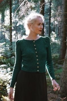 Digital knitting pattern for the fabel knitwear minerva cardigan. The minervacardigan is a simple yet elegant vintageinspired cardigan with a timeless Cardigan Design, Knit Cardigan Pattern, Vintage Outfits, Vintage Fashion, Vogue Knitting, How To Purl Knit, Vintage Knitting, Vintage Crochet, Pull