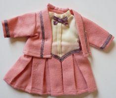 BLEUETTE modèle Pré Catelan robe tailleur rose avec galons.