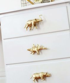 Viele Ideen, wie Kinder Plastiktiere, Dinosaurier usw - You are in the right place about Dinosaur template Here we offer you the most beautiful pictures Baby Boy Nursery Room Ideas, Boy Room, Pretty Kids, Woodland Nursery Decor, Kids Bedroom Furniture, Plastic Animals, Kids Room Art, Repurposed Furniture, Diy For Kids
