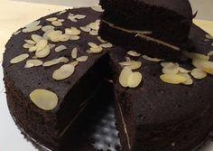 13 Cara membuat brownies kukus, enak, lembut & mudah dibuat Instagram/@resepbrownis  @resepkuetrending Delicious Cake Recipes, Yummy Cakes, Sweet Recipes, Brownies Kukus, Resep Cake, Caesar Pasta Salads, Steamed Cake, Pastry And Bakery, Food And Drink