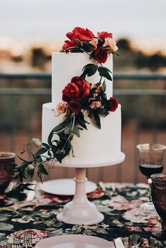 beautiful fall/winter wedding cake