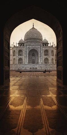 The Taj Mahal is widely considered one of the most beautiful buildings ever created. The exquisite marble structure in Agra, India, is a mausoleum, an enduring monument to the love of a husband Agra, Beautiful Architecture, Beautiful Buildings, Beautiful Landscapes, Free Photos, Free Images, Cool Photos, Le Taj Mahal, New York Landmarks
