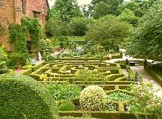 Google Image Result for http://www.peartree-miniatures.co.uk/topics/gardens/knot.jpg