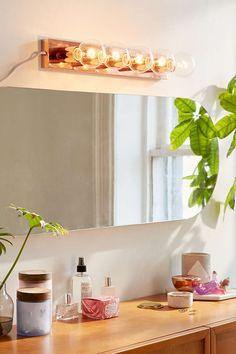 Hollywood Vanity Light - Urban Outfitters