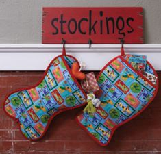 Stitch cute pet-themed stockings. Free patterns!  Christmas...I love Christmas...I can't wait for Santa to fill our stockings.  I'm going to pin this for Mommy.  #FigeeAnn #FreckeezJames